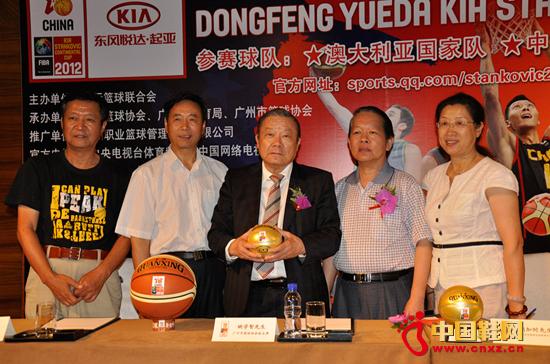 资讯生活匹克助力中国男篮备战2012伦敦奥运