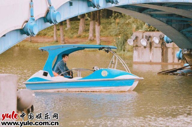 相爱吧未播花絮郑恺约会竟是公园划船真是约会界清流
