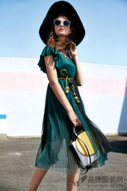 """资讯生活""""欧娅铂""""雪纺连衣裙让女性摆脱路人甲 成为街拍时尚焦点"""