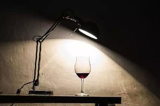 怎么判断红酒杯是玻璃还是水晶玻璃杯的选购方法【热点生活】
