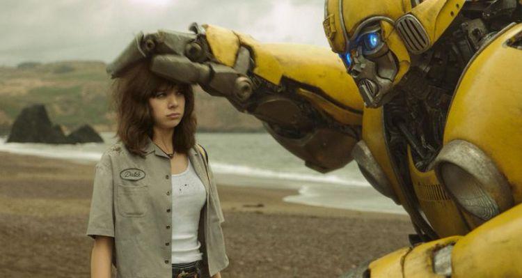 大黄蜂破10亿延期上映一个月成功挺进春节档